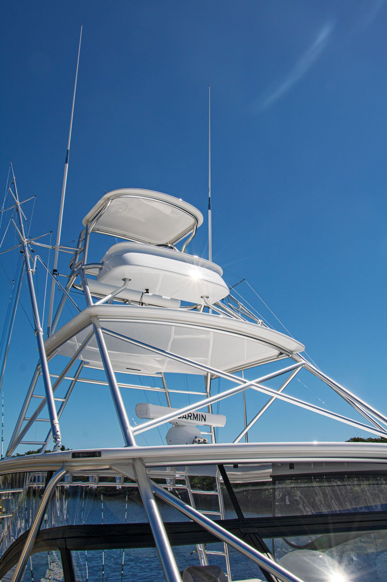The full-tower option includes a pair of Rupp aluminum outriggers.