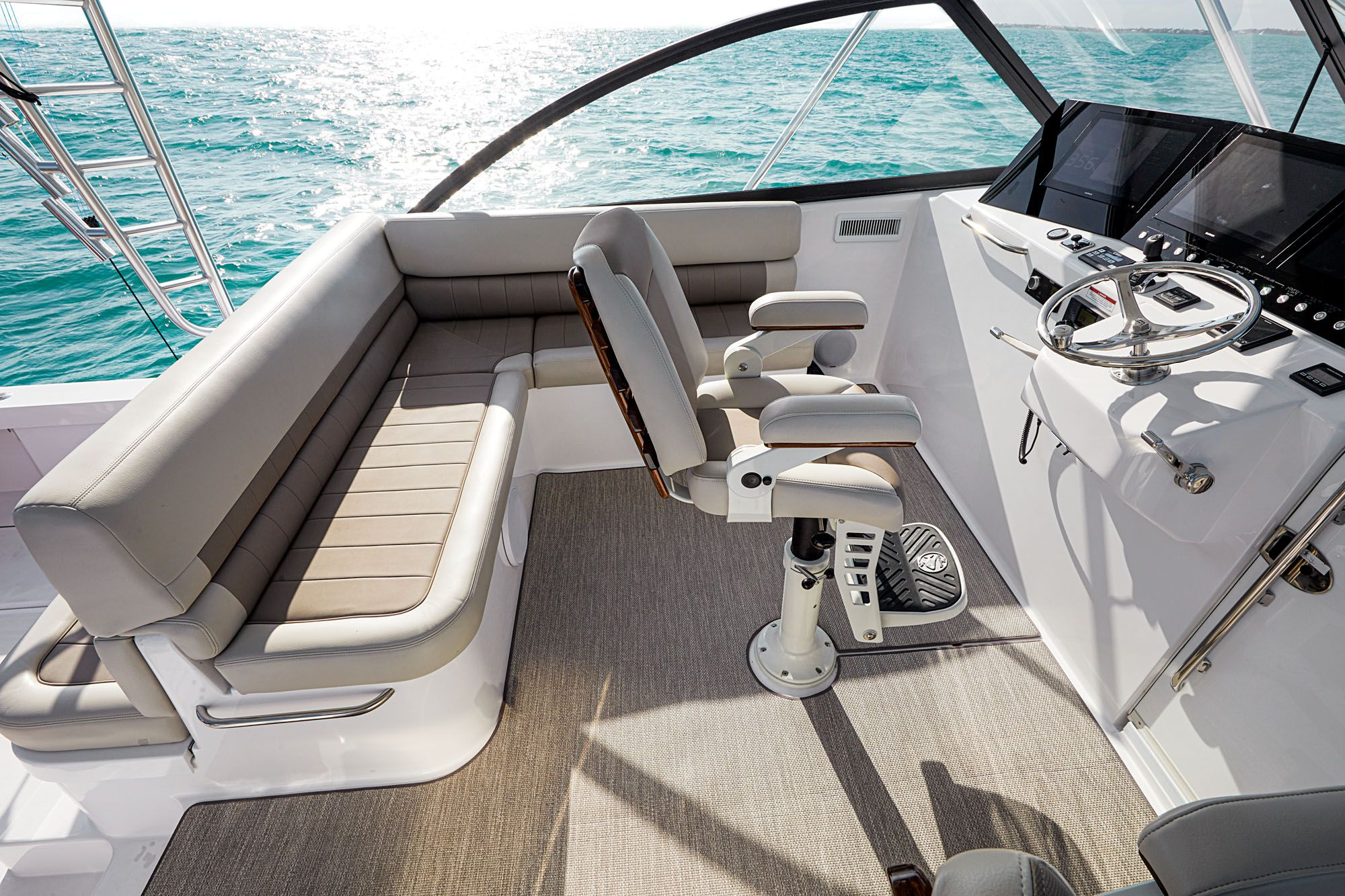 The bridge deck features L-shaped seating and a deluxe captain's chair on the centerline.